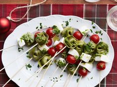 Tortellini Skewers recipe from Ree Drummond via Food Network. I use Trader Joe's cheese-stuffed spinach tortellini (in the deli section where they sell fresh pasta). Holiday Appetizers, Appetizers For Party, Holiday Recipes, Party Recipes, Party Nibbles, Group Recipes, Skewer Appetizers, Popular Appetizers, Thanksgiving Appetizers