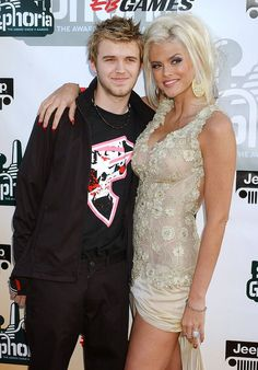 Anna Nicole Smith and her son Daniel. Died within days of each other. Very sad! She was only 39. Both deaths from drug interaction.