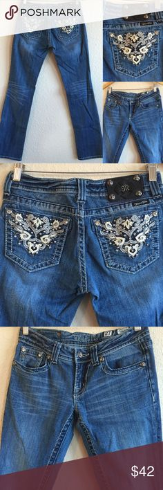 MISS ME Jeans 🎀 Rhinestone BLING, Sz 27 Straight Beautiful jeans!  Pre-owned with light overall wear.  💗💗💗 Miss Me Jeans