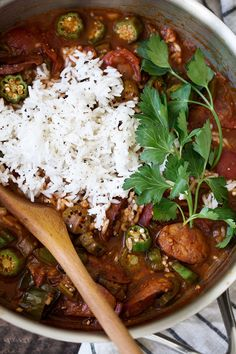 Typically there are two main types of jambalaya, Creole and Cajun. Creole, or red jambalaya, is made with tomatoes along with the meat and vegetables. Cajun jambalaya does not have tomatoes and is more of a brownish color. Cooking Whole Chicken, Cooking Turkey, Sausage And Peppers, Stuffed Peppers, Creole Jambalaya Recipe, Roasted Cauliflower Head, Cooking Red Potatoes, Cooking Jasmine Rice, Prime Rib Roast