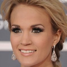 Carrie Underwood & I have same coloring. Love seeing close ups of her always gorg makeup -AO. #blondehairbrowneyes #neutralskin
