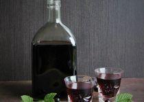 Likér z černého rybízu, višní a josty Wine Decanter, Nespresso, Sweet Recipes, Vodka, Barware, Smoothie, Food And Drink, Homemade, Drinks