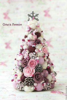Rustic Christmas Tree Shabby Chic Ideas For 2019 Pink Christmas Decorations, Christmas Tree Crafts, Noel Christmas, Christmas Projects, Christmas Wreaths, Christmas Ornaments, White Christmas, Tree Decorations, Shabby Chic Christmas
