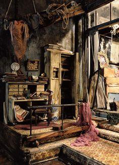 La Galerie Antonine Catzéflis (Paris) dévoile au public d'autres de ces merveilles  du 17 novembre au 15 janvier 2011,  et propose en parallèle un parcours urbain dans plusieurs lieux parisiens.