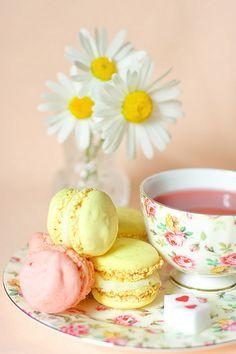 Tea Time (with French macarons) ~ Ana Rosa Coffee Time, Tea Time, Café Chocolate, My Cup Of Tea, Pink Lemonade, Vintage Tea, High Tea, Afternoon Tea, Tea Pots