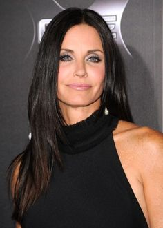 Middle age actress, Courtney Cox wears black long straight hairstyle. The center parts with long layered frame her square face. Short choppy layers are cut around the edges to make sexy length tender keeping it easy to manage. She looks sexy and casual with this hairstyle.