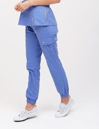 The Tulip Top in Ceil Blue is a contemporary addition to women& medical scrub outfits. Shop Jaanuu for scrubs, lab coats and other medical apparel. Scrubs Outfit, Scrubs Uniform, Spa Uniform, Cute Nursing Scrubs, White Jogger Pants, Dental Uniforms, Lab Coats For Men, Stylish Scrubs, Womens Scrubs