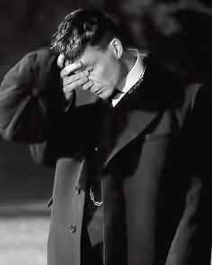 When you remember that Peaky Blinders hasn't started filming yet. (March (edit of a still by of course) Peaky Blinders Tv Series, Cillian Murphy Peaky Blinders, Big Blue Eyes, Beautiful Blue Eyes, Cillian Murphy Tommy Shelby, Alfie Solomons, Peaky Blinders Tommy Shelby, Tom Hardy, Hollywood Stars