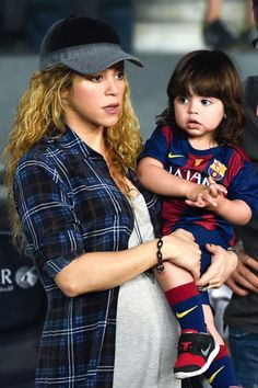 Love Shakira sporting her cute bump in casual wear. BabyBump - the app for pregnancy - babybumpapp.com