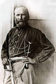 """Giuseppe Garibaldi (Nizza, 4 luglio 1807 – Caprera, 2 giugno 1882) è stato un generale, patriota, condottiero e scrittore italiano. Noto anche con l'appellativo di """"Eroe dei due mondi"""" per le sue imprese militari compiute sia in Europa, sia in America Meridionale, è la figura più rilevante del Risorgimento e uno dei personaggi storici italiani più celebri al mondo.http://it.wikipedia.org/wiki/Giuseppe_Garibaldi"""