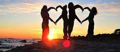 Cada pequeno olá, cada pequeno sorriso,  cada pequena ajuda é capaz de salvar um coração machucado.  Você é especial!  Há um milagre chamado amizade. Você não sabe como ela aconteceu, ou quando começou,  mas você sabe que a alegria que ela traz e percebe que a amizade é um dos dons mais preciosos que Deus nos concedeu. Amigos são joias preciosas, realmente. Eles nos fazem sorrir e nos encorajar para o sucesso. Eles estão sempre ali para nos ouvir,  para nos elogiar, e estão sempre de ...