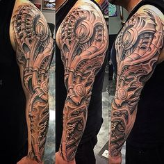Amazing artist Roman Abrego @romantattoos black and grey bio mechanical tattoo sleeve! #romanabrego #pochbest #rainbow #biomechanical #biomechanics #tattoos #tattooing #sullen #sullenclothing #davidgarcia #h2o #h2otattoo #tattoosleeves #romantattoos #blackandgreytattoo #california #finelineblackandgrey #blackandgrey #igtattoo #igtattoos #igartwork #artisticelement #artisticelementtattoo #photorealism #bestink #guyaitchison #colortattoos