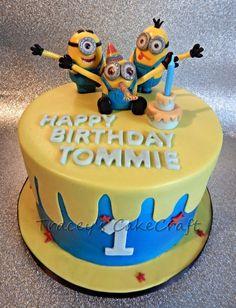 Urodzinowy tort z Minionkami