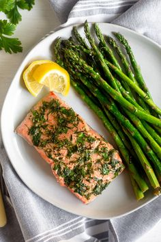 Air fryer salmon & asparagus in made in one pan and only call for 6 ingredients. Packed with protein, healthy fats, and Air Fryer Dinner Recipes, Air Fryer Recipes, Salmon Recipes, Seafood Recipes, Salmon In Air Fryer, Best Asparagus Recipe, Frozen Salmon, Salmon And Asparagus, Grilled Asparagus