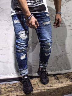slim fit ripped destroyed blue jeans PLEASE NOTE THE LENGTH IS 33 (FOR ALL WAIST SIZES) size : W x L (Waist x Length) -98% Cotton 2% Elastan -Button Fly -SLIM FIT