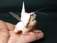 Baby Fairy From: Johnston Original Art Dolls, please visit Baby Fairy, Love Fairy, Fairy Dust, Fairy Land, Elfa, Kobold, Elves And Fairies, Clay Fairies, Foto Baby