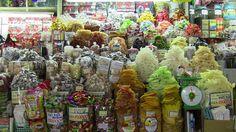 Mercato di Ben Thanh, Ho Chi Minh City.  I canditi sono una delle specialità del Vietnam e anche un buon mondo per conservare frutti molto utilizzati come il mango