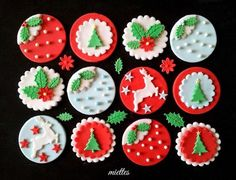 Fabulous Christmas Cakes Decorated With Fondant within Christmas Cupcake Toppers Mini Christmas Cakes, Christmas Cupcake Toppers, Christmas Cake Designs, Christmas Cupcakes Decoration, Christmas Topper, Holiday Cupcakes, Christmas Sweets, Noel Christmas, Christmas Goodies