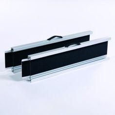 Rampes d'accès télescopiques en aluminium avec surface antidérapante pour un maximum de sécurité.  Pour fauteuils roulants manuels, électriques ou scooters 4 roues.  Disponible en petit modèle (de 106 cm à 200 cm) ou grand modèle (de 166 cm à 320 cm).   Les rampes petit modèle sont plutôt adaptées pour monter un fauteuil (à vide) dans le coffre d'une voiture.