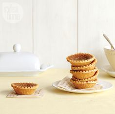 Quintessentially Canadian and sinfully sweet, these gooey butter tarts are impossible to resist. Tart Recipes, Baking Recipes, No Bake Desserts, Dessert Recipes, Canadian Butter Tarts, Sweet Butter, Sweet Pie, Christmas Baking, I Love Food