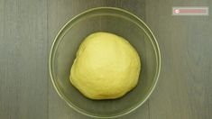 """O rețetă extrem de bună de pateuri pentru cei """"leneși"""". Aluatul se prepară în 5 minute! - savuros.info Dairy, Cheese, Food, Essen, Yemek, Meals"""