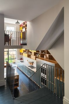 Kitchen Remodeling Plan Kitchen of the Week: A Boundary-Breaking London Remodel - In a newly remodeled Victorian terrace house in Hampstead Heath belonging to a family of four, the kitchen's wall of colorful cabinets extends all the way Terraced House, Kitchen Interior, Kitchen Design, Diy Kitchen, Detail Architecture, Decoracion Vintage Chic, Victorian Terrace House, Plywood Furniture, Plywood Cabinets