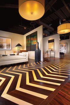 Luksusowe podłogi: drewno egzotyczne z jasnym drenem klonu