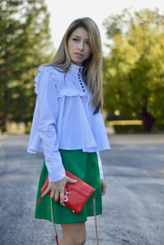 Ruffled blouse outfit idea | Ruffle top | Ruffled shirt and red bag | Click through for details