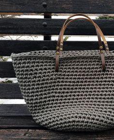 32 отметок «Нравится», 2 комментариев — Юля (@knit_co) в Instagram: «что-то защитное девочки, у кого есть схема сумочки 'Одри' эта сумка вяжется абсолютно так же,…»