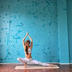 Yoga is a sort of exercise. Yoga assists one with controlling various aspects of the body and mind. Yoga helps you to take control of your Central Nervous System Yoga Routine, Workout Routines, Workout Motivation, Yoga Inspiration, Fitness Inspiration, Yoga Fitness, Photo Yoga, Yoga Position, Yoga Style