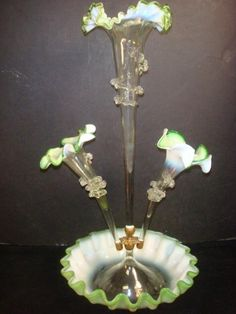 Victorian Hand-blown Glass Epergne: Fluted Central Bowl With 3 Rufle Edge Clear Horns Shading From White To Green With Applied Twisted Rigaree Radiating From Metal Holder