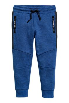 Joggers in sweatshirt fabric with an elasticized drawstring waistband. Side pockets with zip and a welt back pocket. Legs with seams at knees and ribbed hems. Track Pants Mens, Mens Jogger Pants, Nike Outfits, Boy Outfits, H&m Fashion, Sporty Fashion, Fashion Women, Winter Fashion, Kids Wear