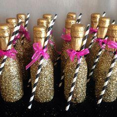 Bachelorette Party Ideas - Champagne Bar l Junggeselinnenabschied in gold l einfache, aber schöne Idee mit großer Wirkung