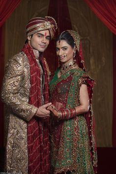 10 Unexpected Bridal Dresses from all our the World you Never see - Fashion Hacks Indian Bride Photography Poses, Wedding Couple Poses Photography, Couple Photoshoot Poses, Wedding Photoshoot, Wedding Photography India, Indian Wedding Poses, Indian Bridal Photos, Couple Wedding Dress, Wedding Couple Photos