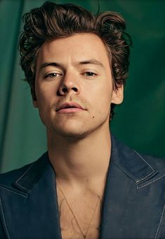 Harry styles 182114378670107131 - 𝘃 — dreamboaths: Harry Styles // Lights Up Source by Harry Styles Fotos, Harry Styles Mode, Harry Styles Pictures, Harry Styles Hair, Harry Styles Photoshoot, Niall Horan, Zayn Malik, Harry Edward Styles, Liam Payne