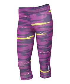 These durable, sleek running pants feature a wicking finish for moisture management and an on-trend sublimation print for workout style that wows.