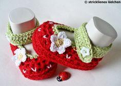 Babyschühchen Babyschuhe Erdbeerblüte von stricklienes lädchen auf DaWanda.com