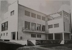 Villa, Chocimska Street, Warsaw, Poland designed by the Polish architects Lucjan Korngold and Henryk Blum, Bauhaus, Amsterdam, Art Deco, Old Pictures, Historical Photos, Installation Art, Travel Usa, Modern Architecture, Villa