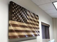 American Flag in Mahogany, Walnut and Maple x x – American Hardwood Flags Wooden Wall Art, Wooden Diy, Wooden Boxes, Diy Wood Projects, Wood Crafts, Woodworking Projects, Wooden American Flag, Wood Flag, Wood Colors