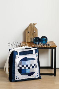 Eyecatcher als shopper | borduren editie 73-2021 Quilts, Craft Work, Quilt Sets, Log Cabin Quilts, Quilting, Quilt, Afghans