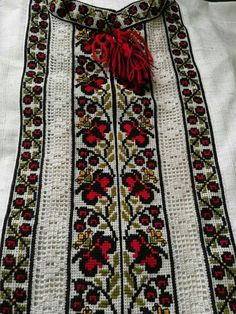 Ely, Bohemian Rug, Sewing Crafts, Cross Stitch, Embroidery, Antiques, Crochet, Pattern, Red