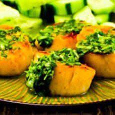 did someone say cilantro+scallops? Recipe Favorites: Grilled Sea Scallops with Paprika and Cilantro Salsa from Kalyn's Kitchen (I hate this photo, but I LOVE this recipe! Grilling Recipes, Fish Recipes, Seafood Recipes, Cooking Recipes, Healthy Recipes, Healthy Foods, Grilled Sea Scallops, Sauteed Scallops, Cilantro Salsa
