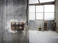 Industrial and concrete - via Coco Lapine Design Industrial Loft, Vintage Industrial, Children Photography, Wine Rack, Architecture Design, Concrete, Interior Design, Furniture, Bunker