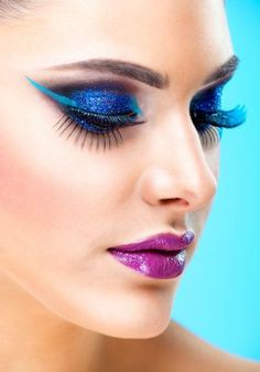 You can wear bold, bright colours. - Burst Makeup Brushes Find out how you can wear bold, bright colours and look amazing. How To Apply Eyeshadow, Blue Eyeshadow, How To Apply Makeup, Sexy Makeup, Makeup Looks, Beauty Makeup, Bright Blue Eyes, Bright Colours, Bronzing Brush