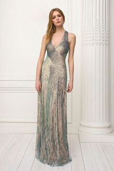 Jenny Packham Pre-Fall 2018 Fashion Show Collection: See the complete Jenny Packham Pre-Fall 2018 collection. Look 5 Jenny Packham, Mermaid Evening Gown, Evening Dresses, Long Dresses, Beautiful Gowns, Beautiful Outfits, Fiestas Party, Autumn Fashion 2018, Designer Gowns