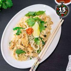 Pad Thai on helppo ja nopea arkiruoka. Vaihtele kasviksia oman maun mukaan ja nauti herkullisesta itämaisesta nuudeliateriasta. Kiehauta vesi ja ota pois liedeltä. Laita riisinuudelit kiehuvaan veteen...