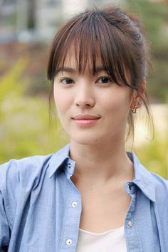 Song Hye Kyo ♥ 2004 Full House ♥ 2008 Worlds Within ♥ 2013 That Winter, the Wind Blows Song Hye Kyo Hair, Song Hye Kyo Style, Winter Hairstyles, Hairstyles With Bangs, Hairstyle Ideas, Korean Beauty, Asian Beauty, Football Hairstyles, Korean Bangs