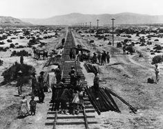 Transcontinental Railroad Humboldt Plains, Nevada Alfred A. Hart photograph of Chinese Central Pacific construction crews along the Humboldt Plains in Nevada. Gandy Dancer, Central Pacific Railroad, Hell On Wheels, Old Trains, History Photos, Train Tracks, Old West, Rodeo, American History