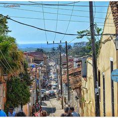 Ir a Trinidad es un viaje en el tiempo. Casas coloniales, callecitas de piedra y tranquilidad. Es realmente muy pintoresco e ideal para caminar y admirar la belleza en sus calles.  Go to Trinidad is a journey in time. Colonial houses, stone streets and quiet. It is really very picturesque and ideal for walking and admire the beauty in its streets. #cubaandbeds #cuba #Kuba #travel #street  #city  #caribe #caribbean  #viajar  #trinidad  #trip #adventure #life #amazing #view  #nice #instagood…
