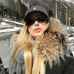 FUR FASHION #шубаназаказ #furinsider #mfw #меха #xxlkragen #pelzparka #меха #volpe #furscarf #foxpelt #pictureoftheday #wiwt #whatiworetoday #ootd #outfitoftheday #ootdmagazine #furparka #fur #valentinobag #glamlock #instadaily #instaaddict #instablogger #fashionblogger #blogger_de #lifestyleblogger #prettylittleiiinspo #kissinfashion #bestoftheday #lovemylife